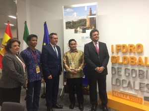 Take pictures with Mayor Sevila Deputy Mayor of Sevilla and delegation of Makassar City