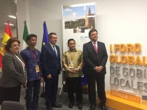 Take pictures with Mayor Sevila Deputy Mayor of Sevilla and delegation of Makassar City